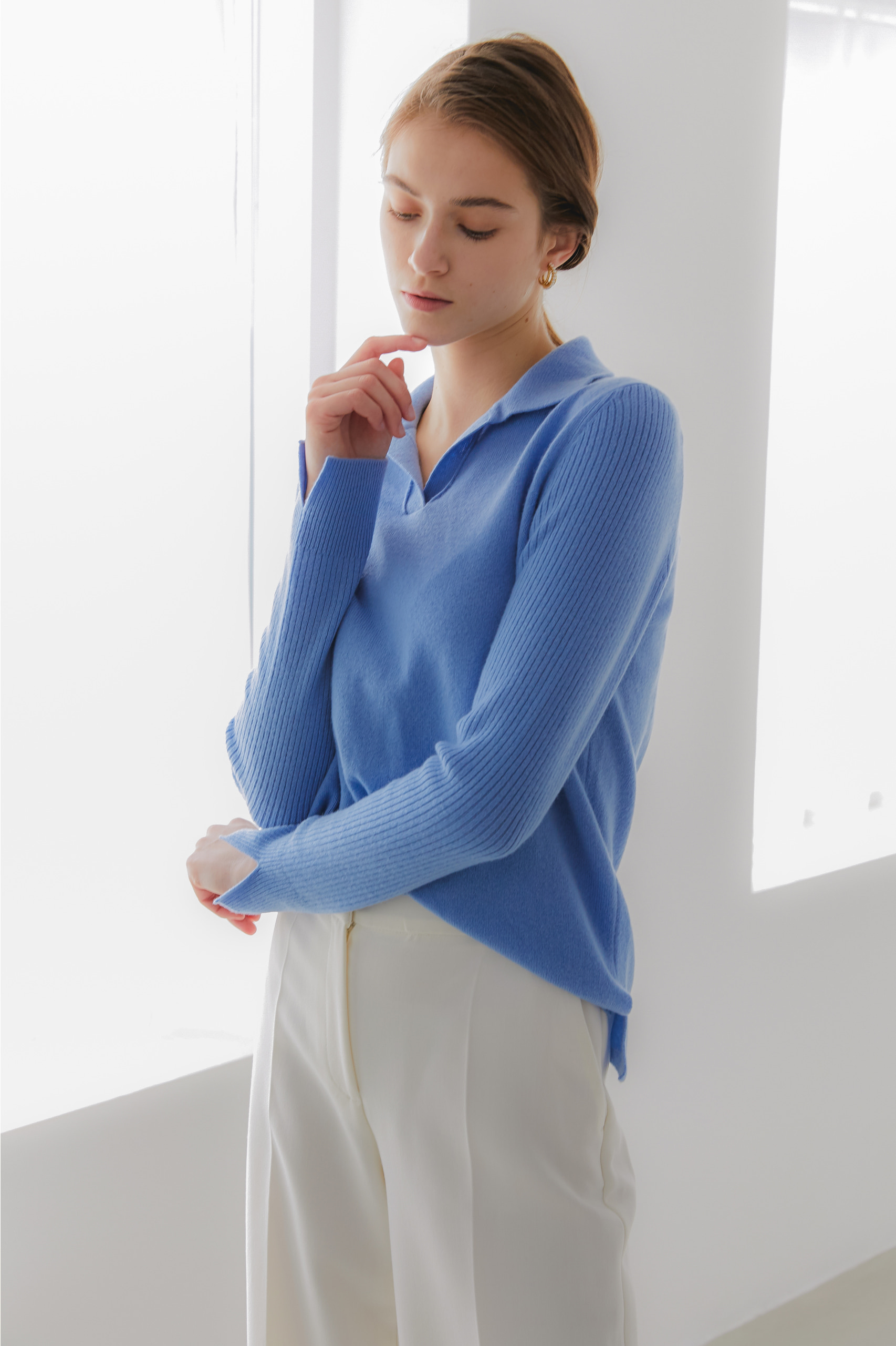 프리미엄 퓨어 캐시미어100 카라 풀오버 Premium pure cashmere100 ribbed soft-touch collar pullover - Paradise blue